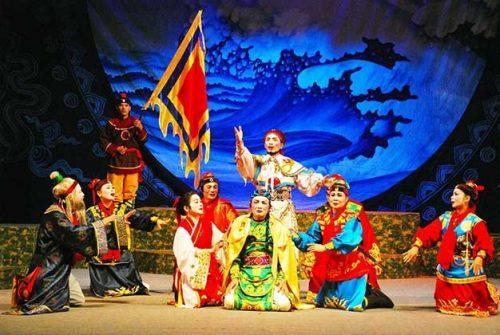 Tìm hiểu hình thức sân khấu truyền thống của Việt Nam